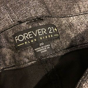 Forever 21 Pants - LAST CHANCE🍀Forever 21 Plus silver shimmer pants